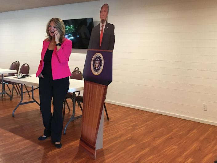 Kelli Ward receives Sean Hannity's endorsement in the middle of a campaign stop at the Sun Lakes Country Club in Sun Lakes, Ariz. (Photo: Andrew Romano/Yahoo News)