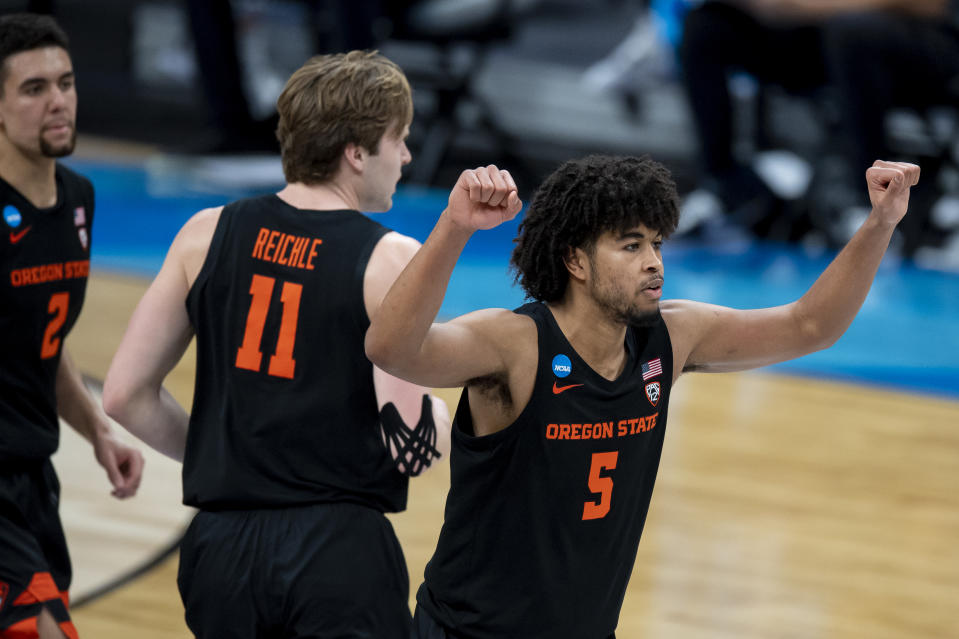 INDIANAPOLIS, IN - MARCH 27: Ethan Thompson #5 of the Oregon State Beavers instructs the defense in the Sweet Sixteen round of the 2021 NCAA Division I Mens Basketball Tournament held at Bankers Life Fieldhouse  on March 27, 2021 in Indianapolis, Indiana. (Photo by Andy Hancock/NCAA Photos via Getty Images)