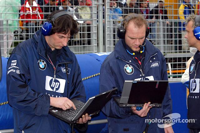 "Ingenieros de Williams-BMW en la parrilla de salida <span class=""copyright"">Sutton Motorsport Images</span>"