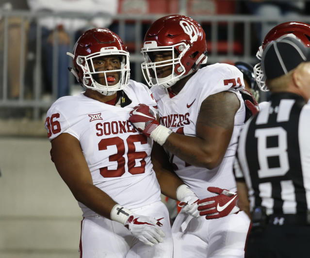 "Oklahoma running back <a class=""link rapid-noclick-resp"" href=""/ncaaf/players/238543/"" data-ylk=""slk:Dimitri Flowers"">Dimitri Flowers</a>, left, celebrates his touchdown against Ohio State with teammate Bobby Evans during the second half of an NCAA college football game, Saturday, Sept. 9, 2017, in Columbus, Ohio. (AP Photo/Paul Vernon)"