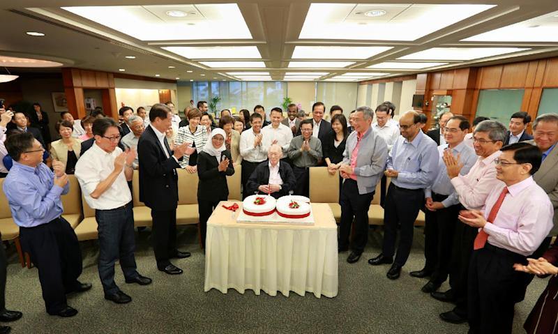 Lee Kuan Yew (centre, sitting) celebrates his 90th birthday at Parliament House on September 16, 2013 in Singapore (AFP Photo/)