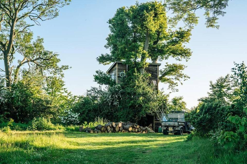 """<p>A stay in a treehouse is the ultimate way to get back to nature and experience the holiday of your childhood dreams on a wonderfully wild escape, whether it's a <a href=""""https://www.redonline.co.uk/travel/inspiration/g27030456/romantic-getaways-airbnb/"""" rel=""""nofollow noopener"""" target=""""_blank"""" data-ylk=""""slk:grownups-only getaway"""" class=""""link rapid-noclick-resp"""">grownups-only getaway</a> or one with kids in tow - and that's where the best treehouse Airbnbs come in.</p><p>Treehouse holidays are currently our favourite way to practice social distancing while travelling. You can escape the crowds, put your face mask away and truly relax in a rural setting.<br><br>As well as being perfect for going off grid, treehouse Airbnbs offer a more sustainable way to travel and allow you to go back to basics. This doesn't mean you have to compromise on luxury or comfort though as some of the most impressive <a href=""""https://www.redonline.co.uk/travel/a27013485/most-popular-airbnb/"""" rel=""""nofollow noopener"""" target=""""_blank"""" data-ylk=""""slk:treehouse Airbnbs"""" class=""""link rapid-noclick-resp"""">treehouse Airbnbs</a> come with the finest features you won't even find in the average hotel room (<a href=""""https://airbnb.pvxt.net/jWRA5P"""" rel=""""nofollow noopener"""" target=""""_blank"""" data-ylk=""""slk:hot tub"""" class=""""link rapid-noclick-resp"""">hot tub</a>, anyone?). <br></p><p>The good news is that you don't have to search too far or wide to find these fun and adventurous treehouse holidays as the marvellous selection of Airbnb treehouses on offer include many that will surprise you right here in the UK.</p><p>From Airbnb treehouses the kids will love to a romantic treehouse with a balcony in Cornwall, these unique and quirky places to stay will help you create amazing holiday memories.</p><p>Check the latest government advice for travel in the UK and the <a href=""""https://www.gov.uk/foreign-travel-advice"""" rel=""""nofollow noopener"""" target=""""_blank"""" data-ylk=""""slk:government website"""" class=""""link rapid-noclick-res"""