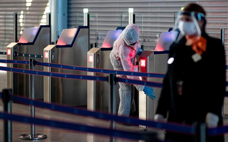 Visitors from the UK to France will now have to self-isolate for 14 days. (Photo: IAN LANGSDON via Getty Images)
