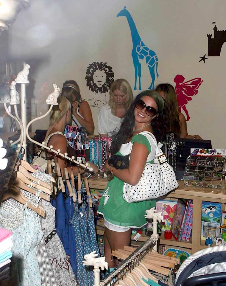 "Britney does a little shopping for her boys. <a href=""http://www.x17online.com"" target=""new"">X17 Online</a> - July 23, 2007"
