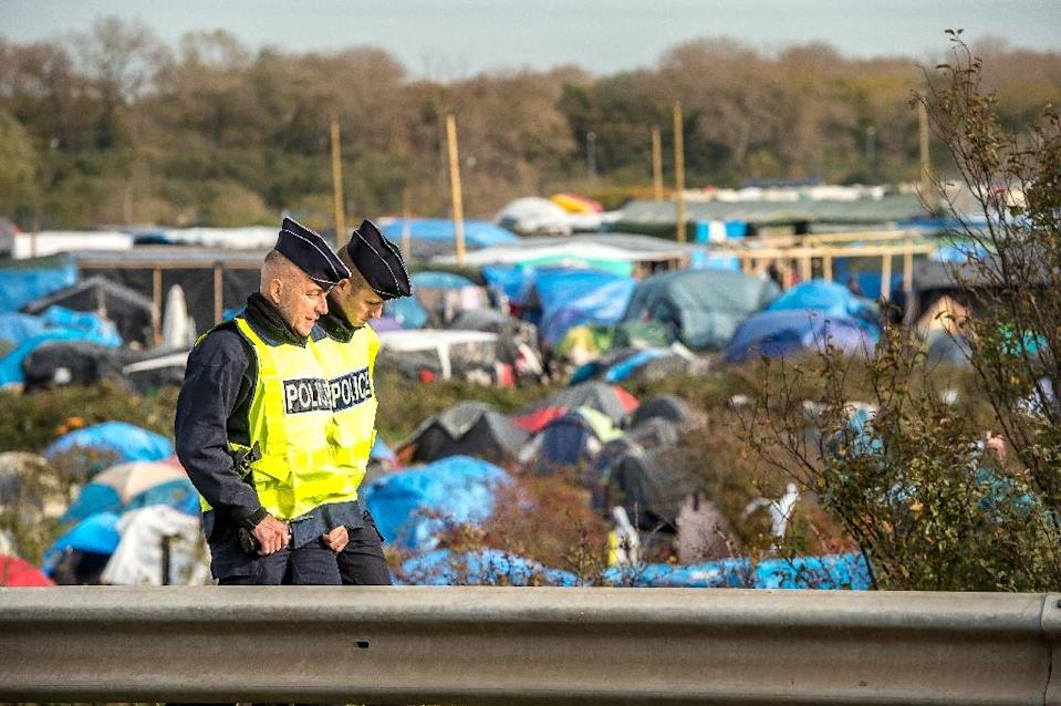 """Policemen patrol on November 5, 2015 in the """"Jungle"""" migrants camp in Calais, northern France (AFP Photo/Philippe Huguen)"""