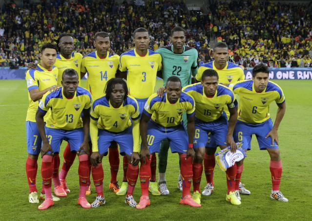 Ecuador players pose before the 2014 World Cup Group E soccer match between Honduras and Ecuador at the Baixada arena in Curitiba June 20, 2014. REUTERS/Henry Romero (BRAZIL - Tags: SOCCER SPORT WORLD CUP)