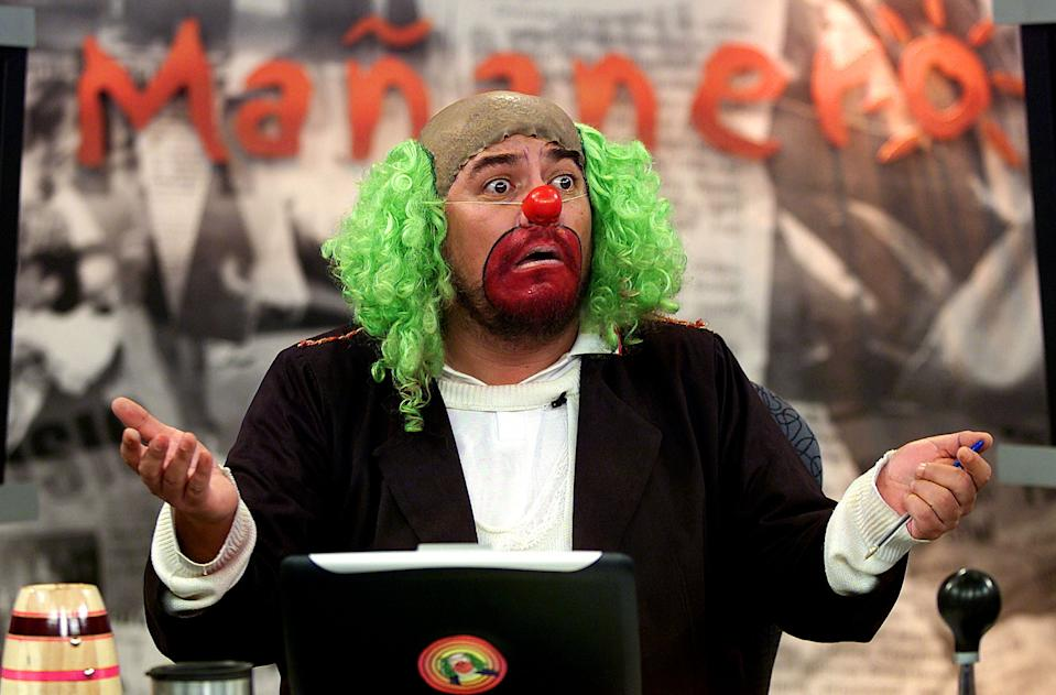 News commentator Victor Trujillo, in character as Brozo the clown,  exclaims as he gives the morning news in this photo taken January 24,  2002. Brozo has become one of Mexico's most popular and influential  newscasters with his three-hour morning show which includes merciless  political commentary, and plenty of bathroom and sex jokes. In January  Brozo moved to Televisa, Mexico's biggest broadcaster, where his news  show includes political guests, analysis of current scandals, a bogus  traffic reporter and a news summary delivered in rap, and where he is  getting high audience ratings. REUTERS/Daniel Aguilar TO GO WITH  MEXICO-CLOWN    DA/MMR
