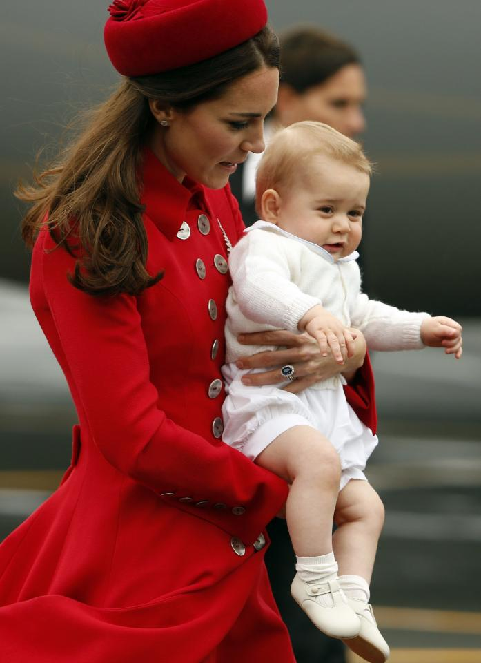 Catherine, the Duchess of Cambridge, holds her son Prince George after disembarking their plane with her husband Britain's Prince William in Wellington April 7, 2014. The Prince and his wife Kate are undertaking a 19-day official visit to New Zealand and Australia with their son George. REUTERS/Phil Noble (NEW ZEALAND - Tags: ENTERTAINMENT ROYALS)