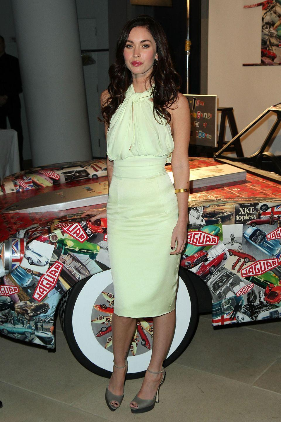 <p>The actor wore a mint green-coloured, backless dress to celebrate the 50th anniversary of the Jaguar E-Type. </p>