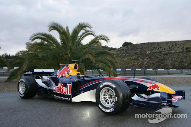"Toro Rosso STR1 y Red Bull RB1 <span class=""copyright"">Red Bull Racing</span>"