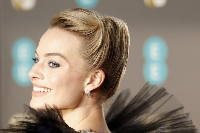 Margot Robbie sported a sleek updo and pastel-toned makeup at the BAFTA awards
