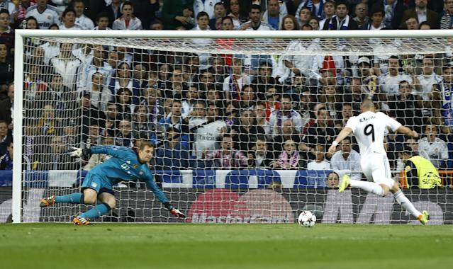 Real's Karim Benzema scores the opening goal past Bayern goalkeeper Manuel Neuer during a first leg semifinal Champions League soccer match between Real Madrid and Bayern Munich at the Santiago Bernabeu stadium in Madrid, Spain, Wednesday, April 23, 2014. (AP Photo/Andres Kudacki)
