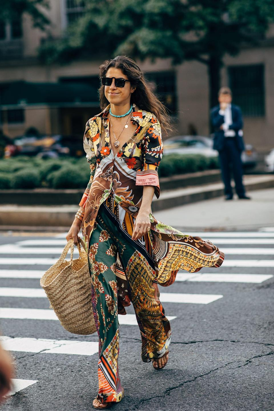 <p>Opt for silky fabrics in standout prints and colors - then top with ample jewels. </p>