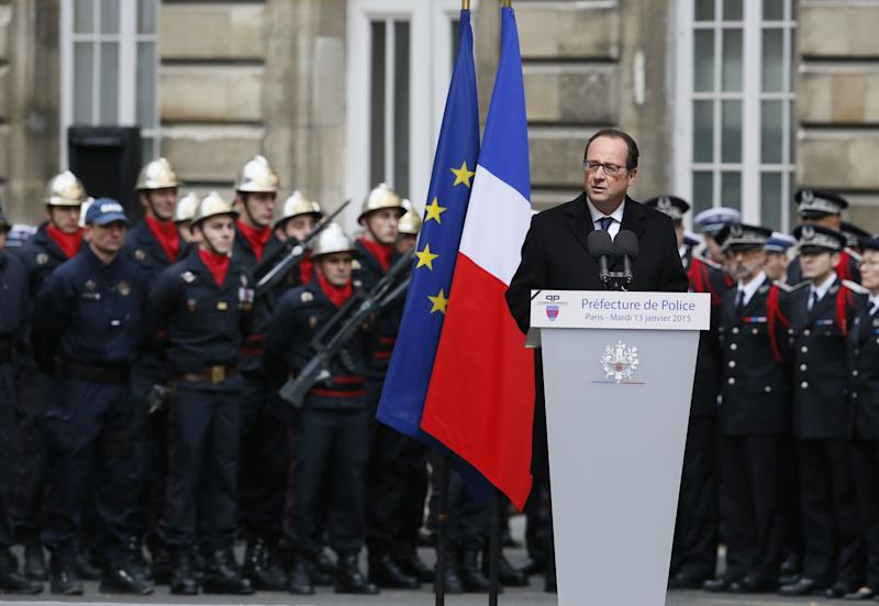 French President Francois Hollande delivers a speech on January 13, 2015 during a ceremony to posthumously decorate the three police officers killed in the recent Islamist attacks with the Legion d'honneur, at the Paris prefecture (AFP Photo/Patrick Kovarik)