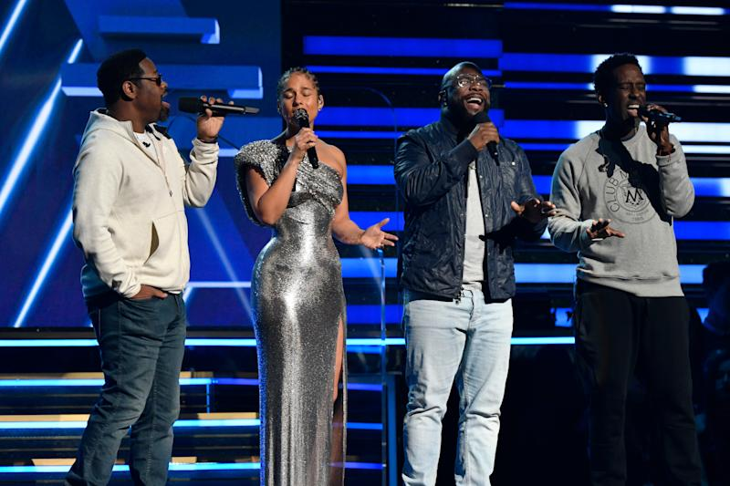 Boyz II Men join Alicia Keys to sing a tribute to Kobe Bryant at the Grammy Awards.