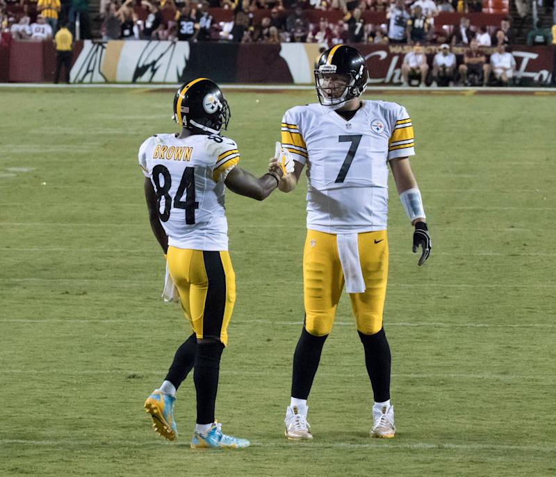 Antonio Brown on the pitch giving one of his team members a handshake.