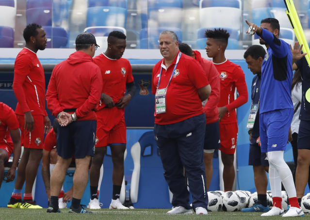Panama head coach Hernan Dario Gomez, center, talks to his team during a training session of Panama at the 2018 soccer World Cup in Nizhny Novgorod, Russia, Saturday, June 23, 2018. (AP Photo/Darko Bandic)