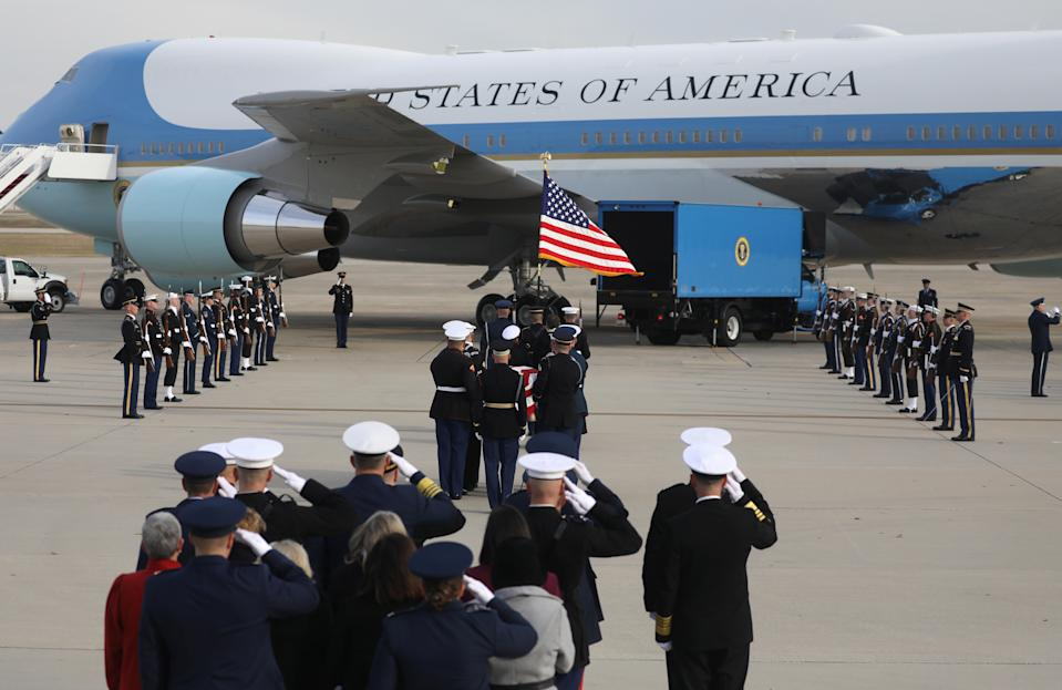 """A U.S. military honor guard carries the flag-draped casket of former U.S. President George H.W. Bush to """"Special Air Mission 41,"""" one of the Air Force One planes flown by President Bush when he was in office, to depart Washington after his state funeral bound for further services and burial in Texas from Joint Base Andrews, Md., Dec. 5, 2018. (Photo: Jim Urquhart/Reuters)"""