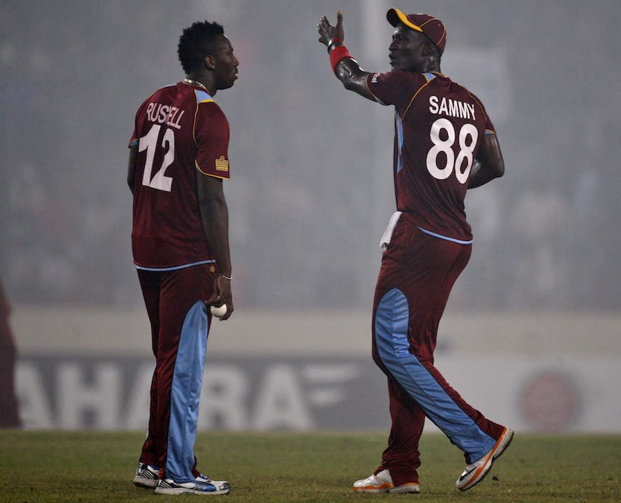 Darren Sammy has a word with Andre Russell | Photo | Bangladesh v West Indies | ESPNcricinfo.com
