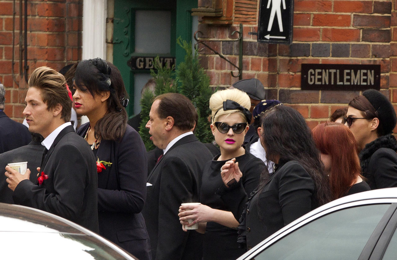 Kelly Osbourne, centre right, arrives at Golders Green Crematorium for the funeral ceremony of British singer Amy Winehouse, north London, Tuesday, July 26, 2011. Winehouse, who had battled alcohol and drug addiction, was found dead Saturday at her London home. She was 27. (AP Photo/Joel Ryan)