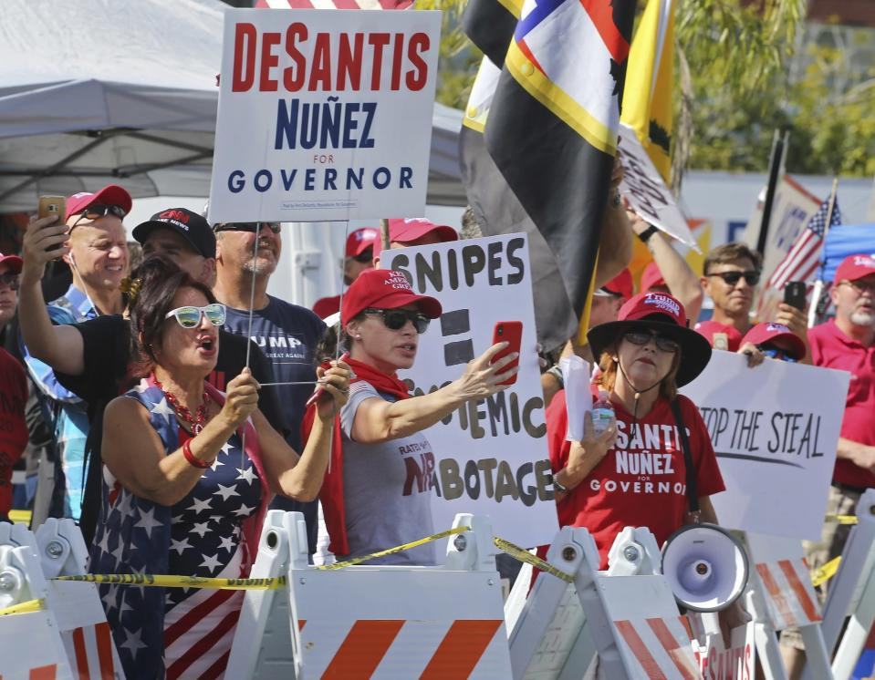 A crowd of protesters gathers outside the Broward County Supervisor of Elections Office. (Photo: Carl Juste/Miami Herald via AP)