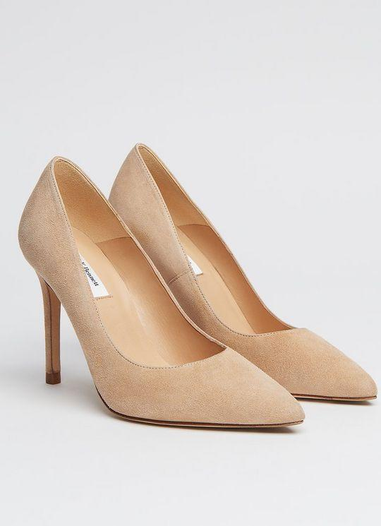 "<p><strong>Fern Beige Suede Pointed Toe Courts</strong></p><p>lkbennett.com</p><p><strong>£295.00</strong></p><p><a href=""https://go.redirectingat.com?id=74968X1596630&url=https%3A%2F%2Fwww.lkbennett.com%2Fproduct%2FSCFERNSUEDEBeigeTrench%7EFern-Courts-Trench&sref=https%3A%2F%2Fwww.townandcountrymag.com%2Fsociety%2Ftradition%2Fg34414467%2Fkate-middleton-gift-guide%2F"" rel=""nofollow noopener"" target=""_blank"" data-ylk=""slk:Shop Now"" class=""link rapid-noclick-resp"">Shop Now</a></p><p>Throughout her tenure as a working royal, the Duchess has relied on L.K. Bennett shoes and accessories to complete her stylish outfits. Among her favorite styles are the Fenn heels, which she's been seen wearing again and again.</p>"