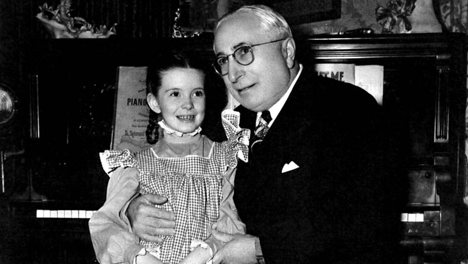 Despite backstage drama, O'Brien and MGM head, Louis B. Mayer, were all smiles on the set of 'Meet Me in St. Louis.' (Photo: Courtesy Everett Collection)