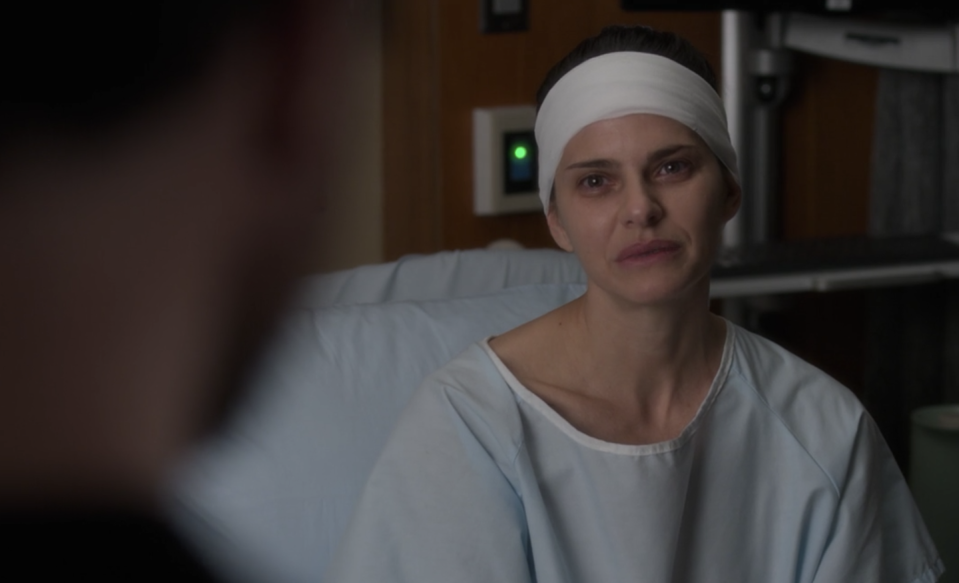 """<p>The winter finale of <em>The Good Doctor</em> opens with Ellie Lewis (<strong><a href=""""https://www.imdb.com/name/nm1837970/"""" rel=""""nofollow noopener"""" target=""""_blank"""" data-ylk=""""slk:Lindsey Kraft"""" class=""""link rapid-noclick-resp"""">Lindsey Kraft</a></strong>), a woman with a persistent migraine which turns out to be a complex medical issue. Previously, Lindsey has appeared in <em>Grey's Anatomy</em>, <em>Veep</em>, and <em>Grace and Frankie</em>.</p>"""