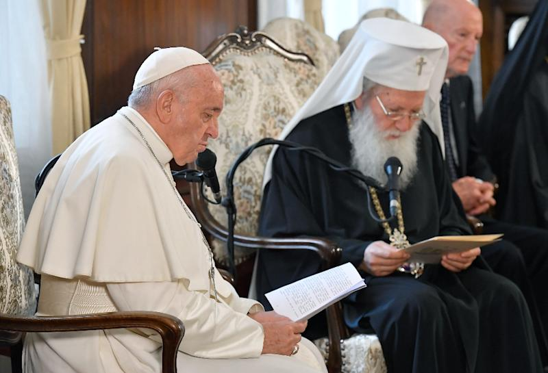 The pope and Bulgarian Patriarch Neophyte (R) held talks (AFP Photo/-)