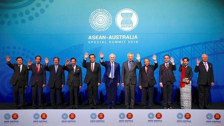 Laos' Prime Minister Thongloun Sisoulith, Indonesia's President Joko Widodo, Cambodia's Prime Minister Hun Sen, Brunei's Sultan and Prime Minister Sultan Bokliah, Thailand's Prime Minister Prayut Chan-O-Cha, Australia's Prime Minister Malcolm Turnbull, Singapore's Prime Minister Lee Hsien Loong, Vietnam's Prime Minister Nguyen Xuan Phuc, Philippines' Secretary of Foreign Affairs Alan Peter Cayetano, Myanmar's State Counsellor Aung San Suu Kyi and Malaysia's Prime Minister Najib Razak wave as they stand together during the Leaders Welcome and Family Photo at the one-off summit of 10-member Association of Southeast Asian Nations (ASEAN) in Sydney, Australia, March 17, 2018. REUTERS/David Gray