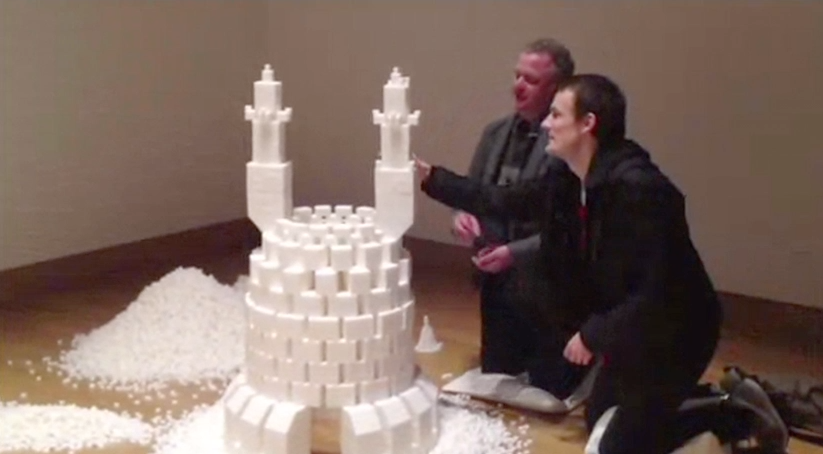 5,000 People Make Castle Out of 500,000 Sugar Cubes