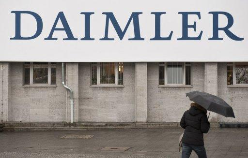 Daimler lowers 2012 profit target for cars division