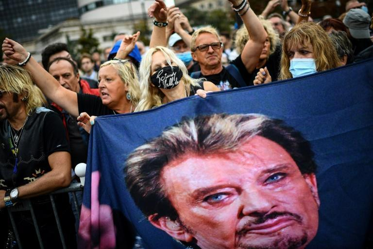 Hundreds of fans travelled from far and wide to honour their hero. (AFP/Christophe ARCHAMBAULT)