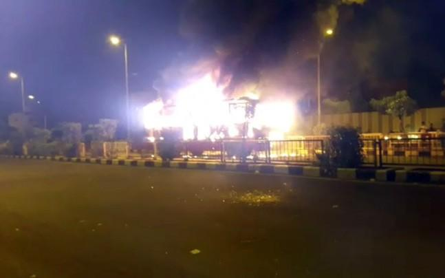 <p>Members of the Patidar community set two buses on fire in Surat after cops arrested their community members for disrupting a BJP Yuva Morcha rally. Community leader Hardik Patel has demanded the immediate release of the arrested youth. </p>
