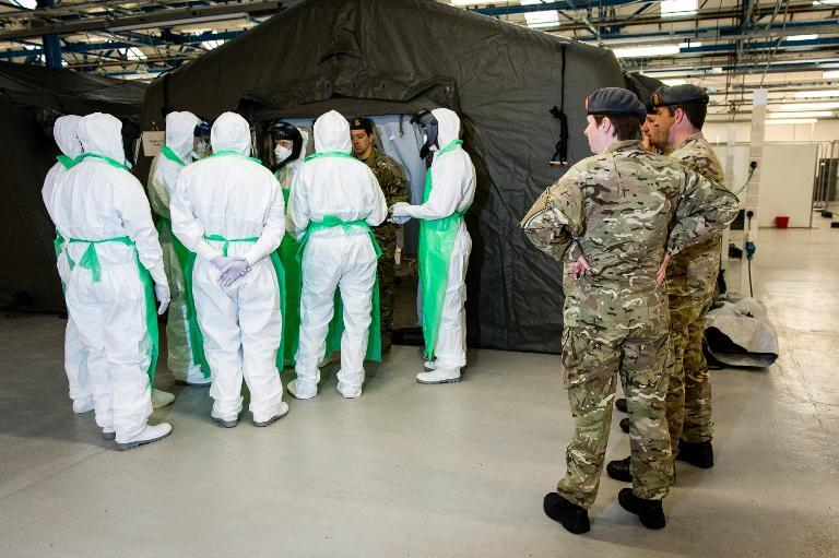 A doctor briefs his team before ward rounds during a training exercise at the Army Medical Services Training Centre (AMSTC), at Strensall near York, on October 7, 2014 (AFP Photo/Graham Harrison)