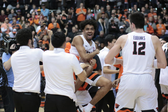 "Oregon State's <a class=""link rapid-noclick-resp"" href=""/ncaab/players/131306/"" data-ylk=""slk:Stephen Thompson Jr."">Stephen Thompson Jr.</a>, center, celebrates with teammates after hitting the game-winning shot in the second overtime in an NCAA college basketball game against Washington in Corvallis, Ore., Saturday, Feb. 10, 2018. Oregon State won 97-94. (AP Photo/Timothy J. Gonzalez)"