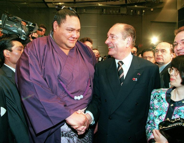 Chirac's love of sumo extended back decades and he helped bring the sport to Paris several times (AFP Photo/STR)