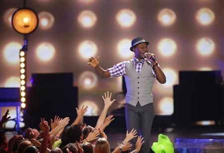 Aloe Blacc performs at the 27th Annual Kids' Choice Awards in Los Angeles