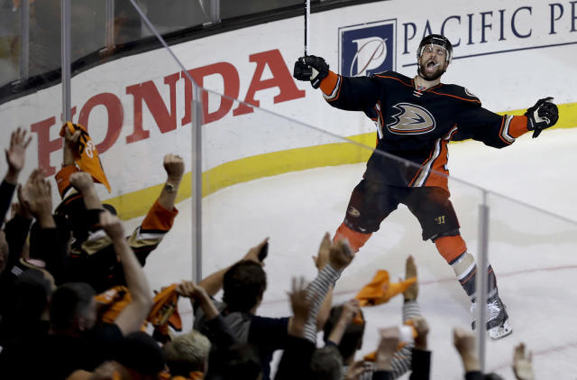 <p>Anaheim Ducks center Andrew Cogliano celebrates after scoring during the second period in Game 7 of a second-round NHL hockey Stanley Cup playoff series against the Edmonton Oilers in Anaheim, Calif., May 10, 2017. (Photo: Chris Carlson/AP) </p>