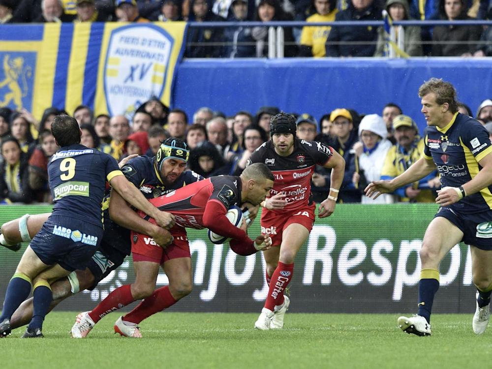Bryan Habana is brought down by the Clermont defence (Getty)