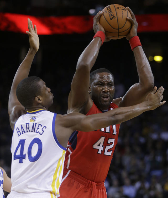 Atlanta Hawks' Elton Brand, right, looks to pass away from Golden State Warriors' Harrison Barnes (40) during the first half of an NBA basketball game Friday, March 7, 2014, in Oakland, Calif. (AP Photo/Ben Margot)