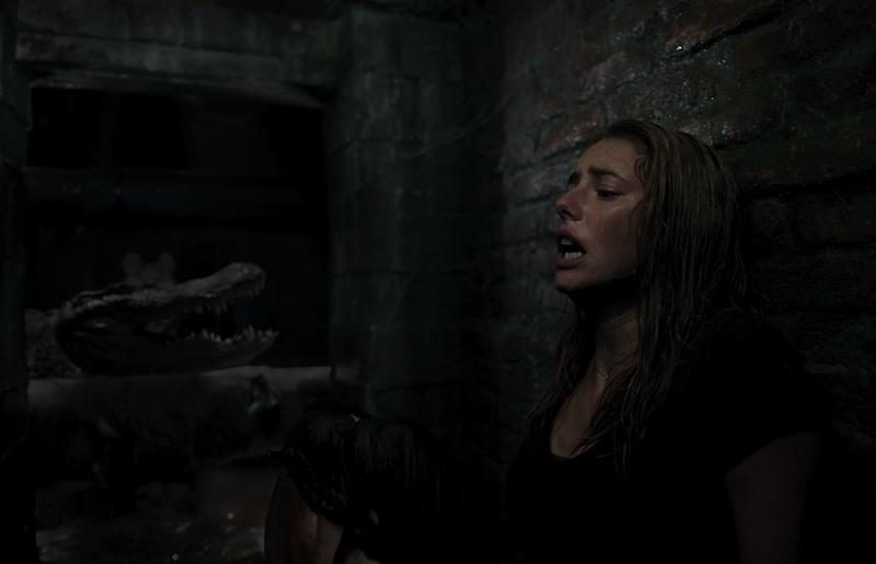 Kaya Scodelario and one of the alligator stars of 'Crawl' (Photo: Courtesy Paramount Pictures)