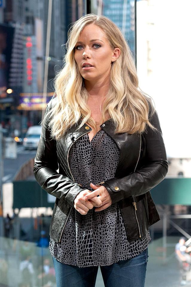 Kendra Wilkinson steps out without her wedding ring in October 2014. (Photo: D Dipasupil/Getty Images for Extra)