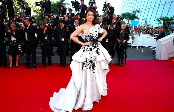 """Aishwarya Rai - Miss World 1994 I will deliberately choose to drop the surname 'Bachchan' here because we are talking about the beautiful young girl who brought home the Miss World Crown not the Bachchan Bahu. Way back in 1994, the question thrown at her was: """"What qualities should Miss World 1994 should embody?"""" The answer that won her the crown and the audience was """"The Miss World's that we have had till date, have been proof enough that they have had compassion, compassion for the under privileged, not only for the people for who have status and stature, who can look beyond the barriers that man has set up for ourselves of nationality, colour. We have to look beyond that and that will make a true Miss World, a true person, a real person. Thank you!"""""""