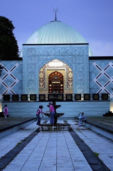 <b>HAMBURG, GERMANY:</b> Children play outside the Imam-Ali mosque at the Aussenalster in Hamburg, Germany.