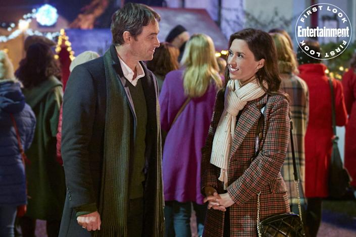 """<p><strong>Premieres:</strong> Nov. 27 at 8 p.m. ET/PT, Hallmark Channel</p> <p><strong>Stars:</strong> Lacey Chabert, Stuart Townsend</p> <p><strong>Contains:</strong> Lacey Chabert on another international Christmas adventure, mistaken identity, an Earl</p> <p><strong>Official description:</strong> """"Brooke Bennett goes to Ireland for Christmas to search for her Irish roots. While there, she meets Aiden Hart, Earl of Glaslough. Mistaken for an elite event planner, she's hired to host his castle's epic Christmas party.""""</p>"""