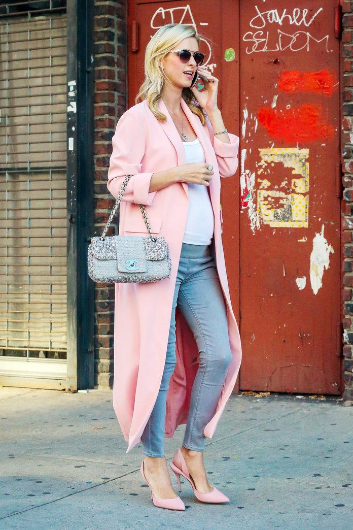3c5a4f10c Pregnant Nicky Hilton Wears the Most Fabulous Pink Duster Coat in ...
