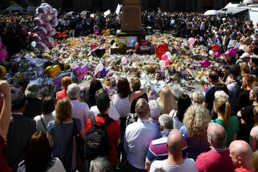 Election campaign resumes after Manchester attack
