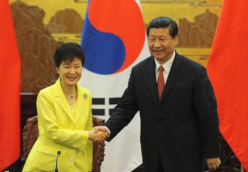 South Korean President Park Geun-Hye (left) shakes hands with her Chinese counterpart Xi Jinping after a ceremony at the Great Hall of the People in Beijing, on June 27, 2013 (AFP Photo/Wang Zhao)