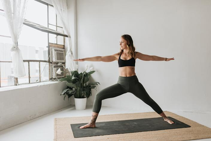 Amazon's top-rated yoga leggings have more than 16,000 reviews. (Image via Amazon)